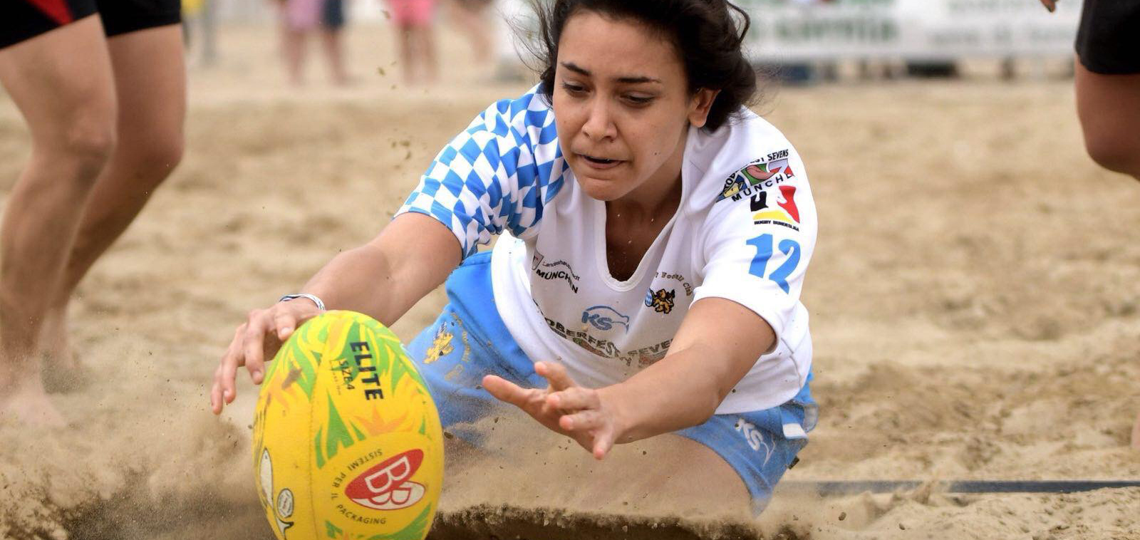 Die MRFC Ladies fliegen am Strand